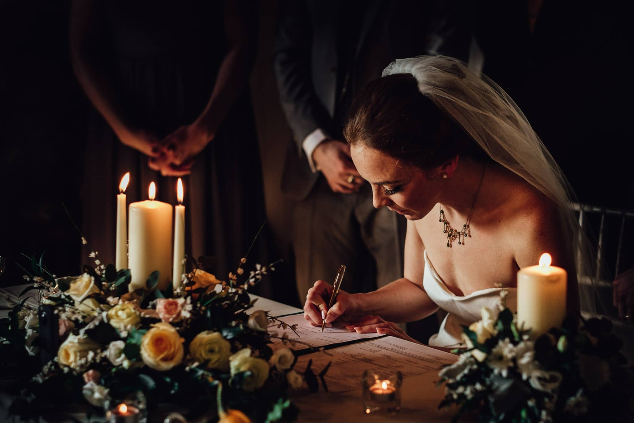 bride signing the resgister